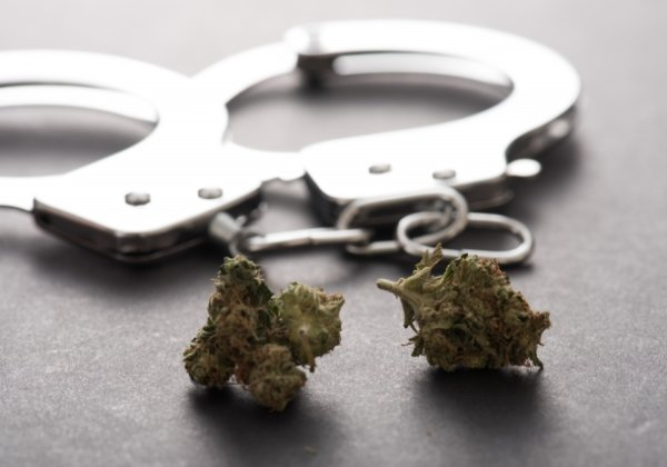 大麻と手錠