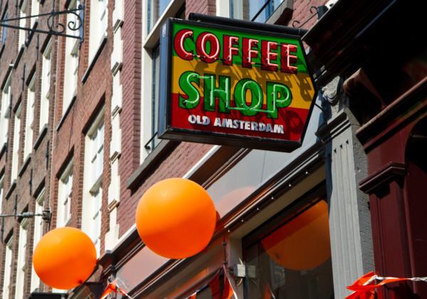 オランダ、アムステルダムのコーヒーショップ