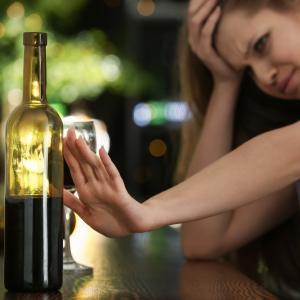 お酒を嫌がる女性