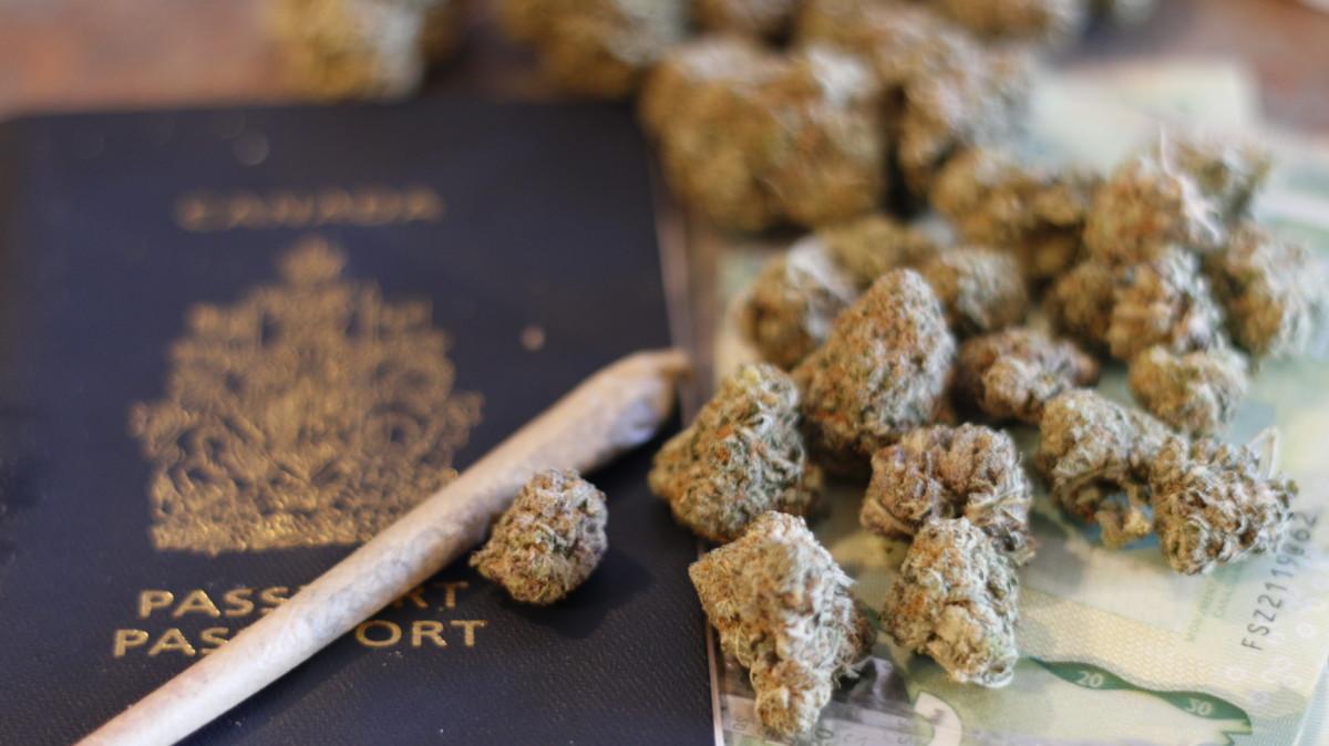 大麻とジョイントとパスポート