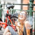 大麻を吸ってる人の11個の特徴。見た目や性格・行動・匂いは?なぜバレちゃうの?