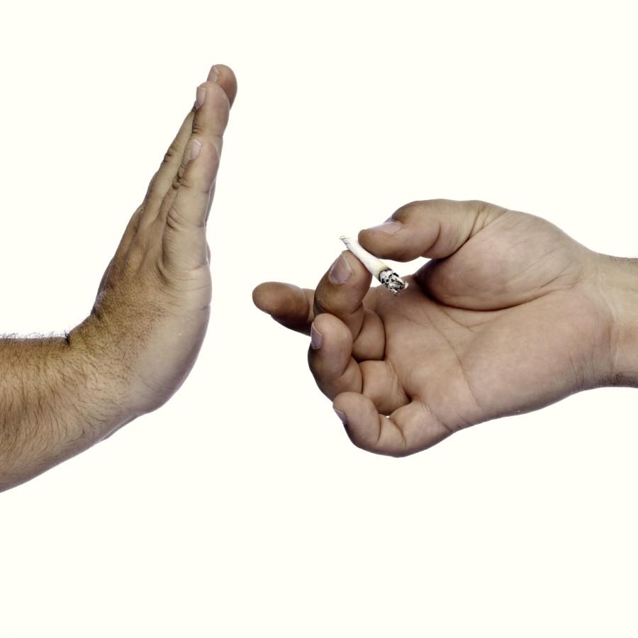 大麻を断る男性の手