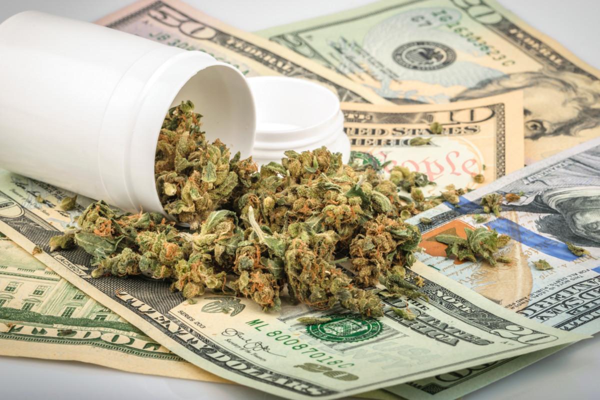 大麻と米ドル