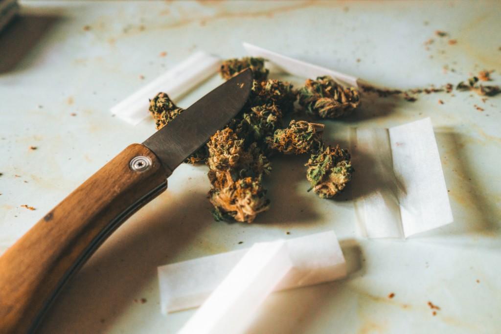 ナイフとハサミ