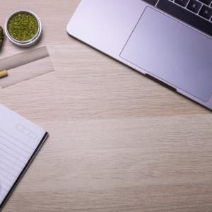 パソコンとノートと大麻