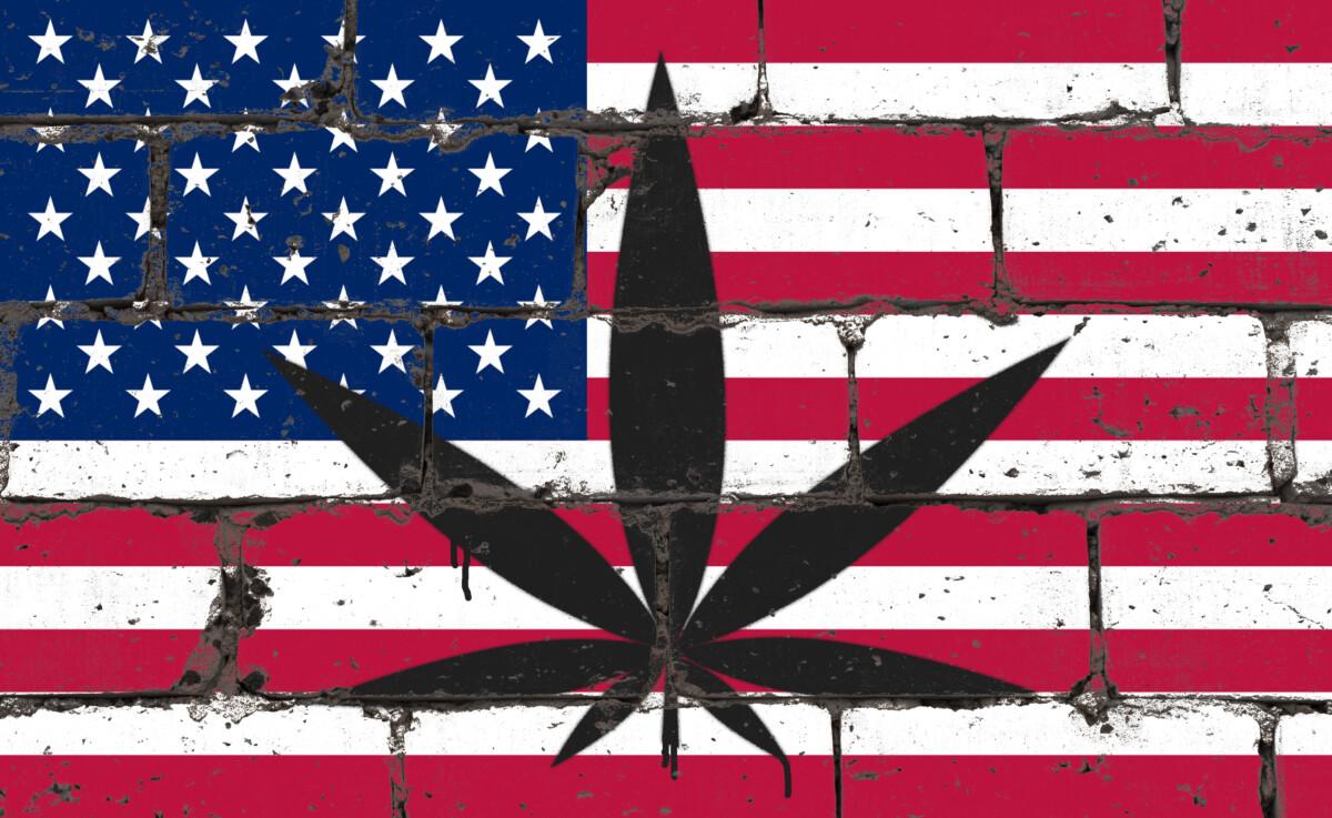 アメリカ国旗と大麻
